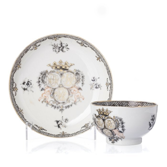 Cup and saucer in Chinese porcelain, Qianlong