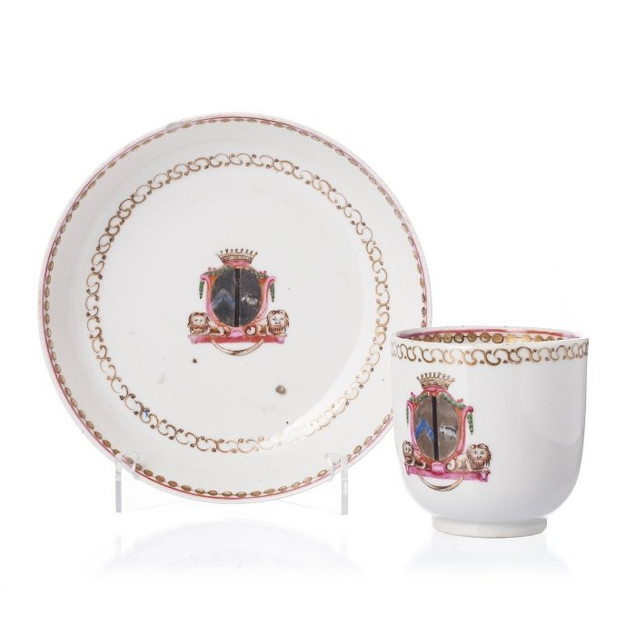Tea cup and saucer with coat of arms in Chinese