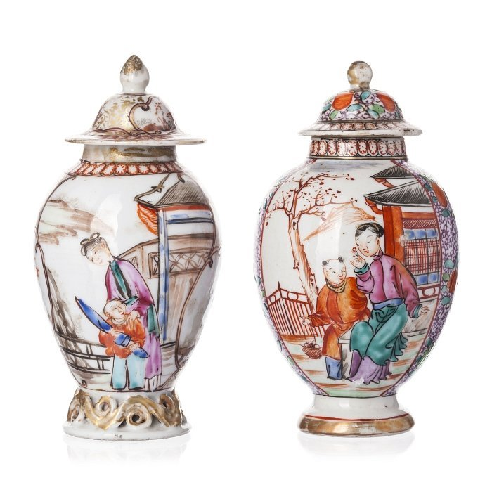 Two tea caddies in Chinese porcelain