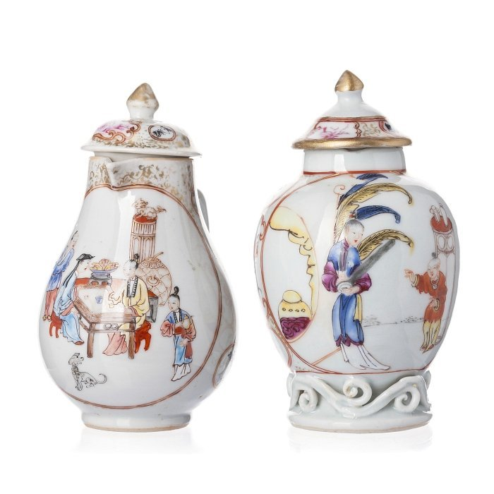 Tea caddy and milk jug in Chinese porcelain, Qianlong