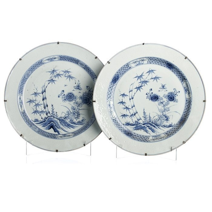 Pair of large plates in Chinese porcelain