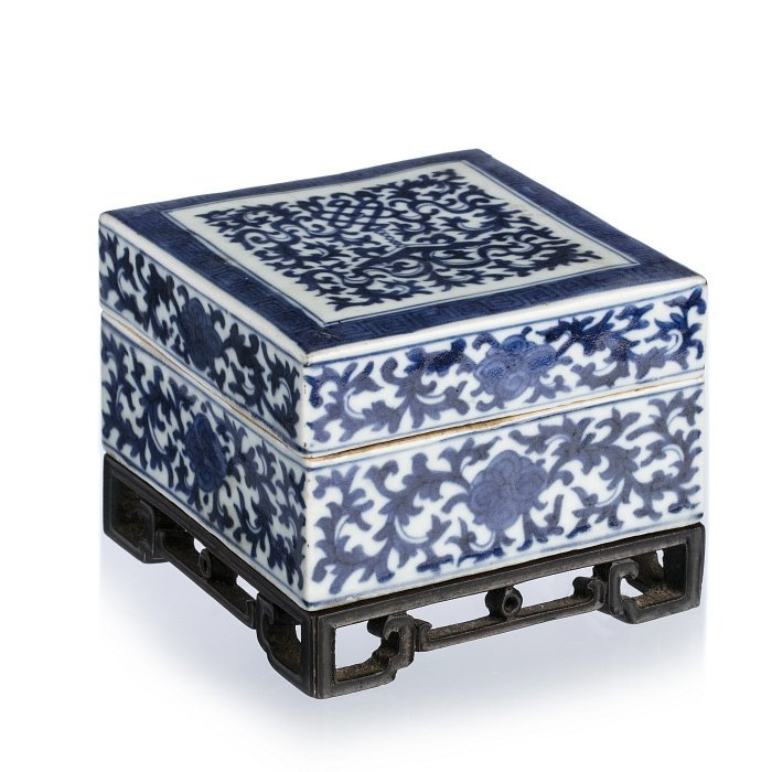 Square box in Chinese porcelain, Qianlong