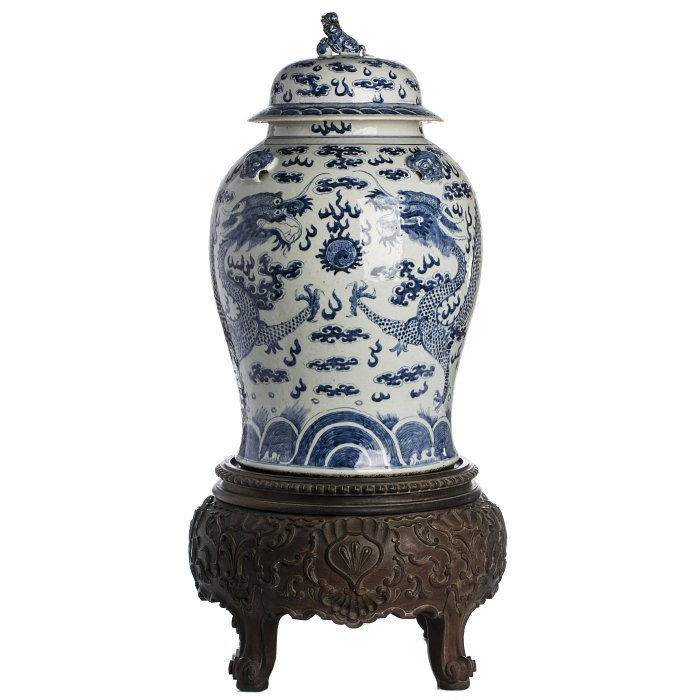 Pot with lid 'dragons' in Chinese porcelain, Tongzhi