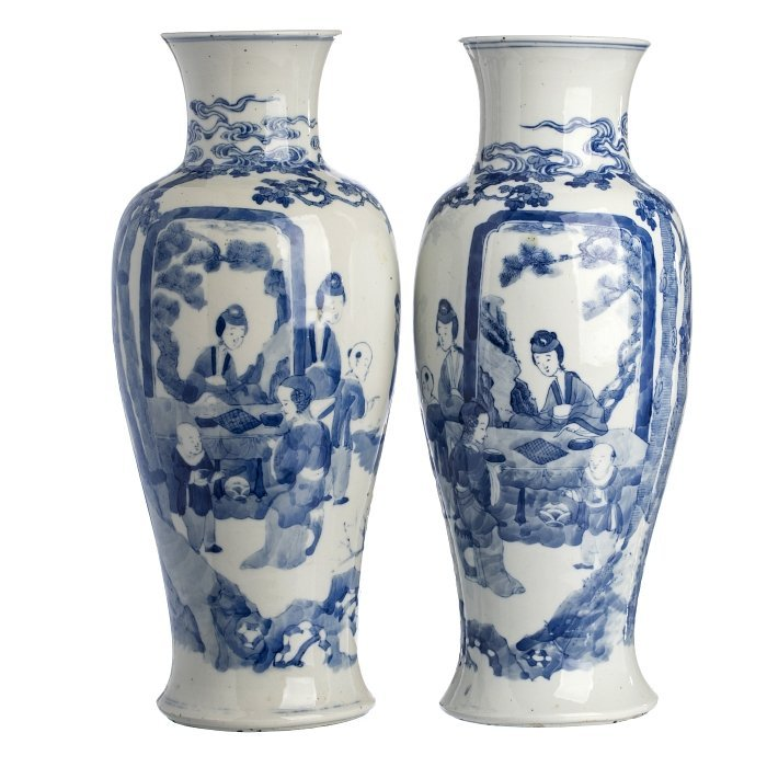 Pair of vases 'figures' in Chinese porcelain, Guangxu