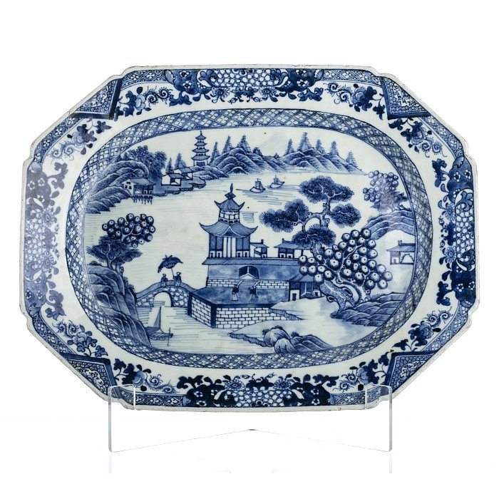 Platter in Chinese porcelain