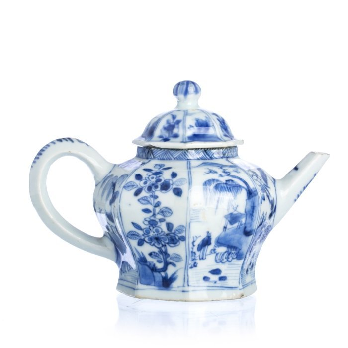 Chinese Porcelain Octagonal Teapot, Kangxi