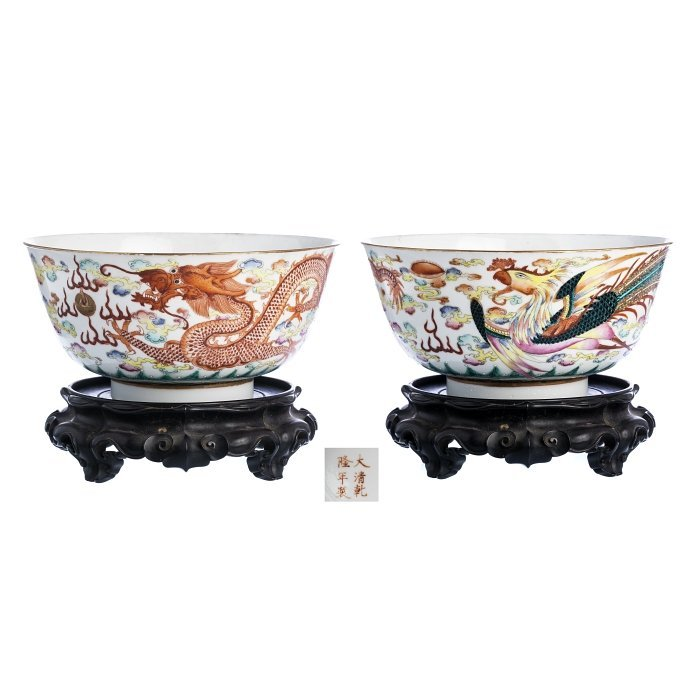 Bowl with 'phoenix and dragon' in Chinese porcelain,