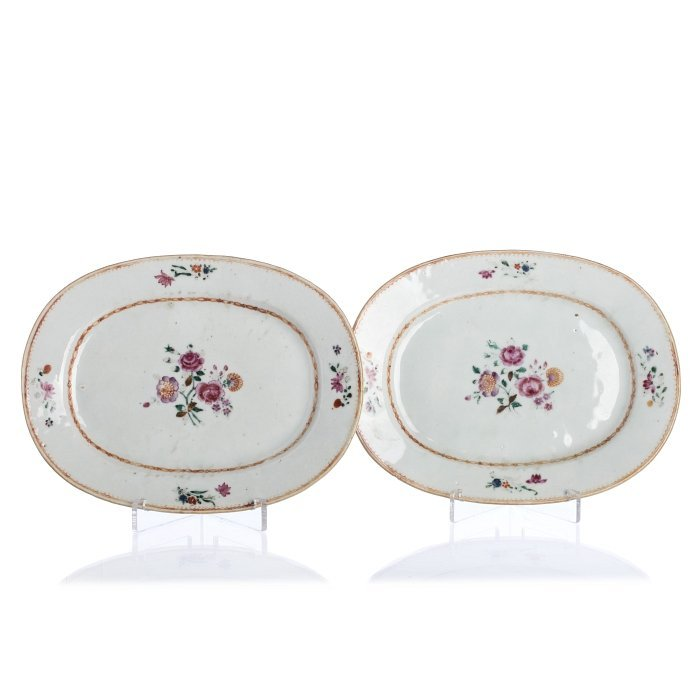 Pair of small long trays in Chinese export porcelain,