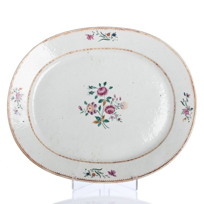 Large long oval plate in Chinese export porcelain,