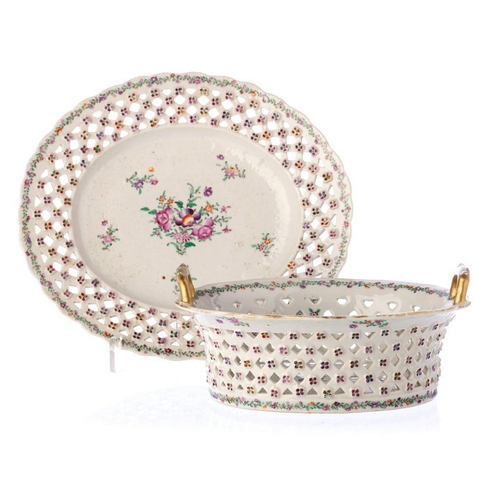 Basket with a famille rose long plate in Chinese