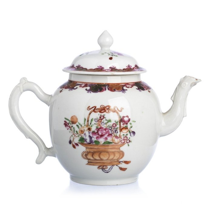 Teapot with a 'basket with flowers' in Chinese export