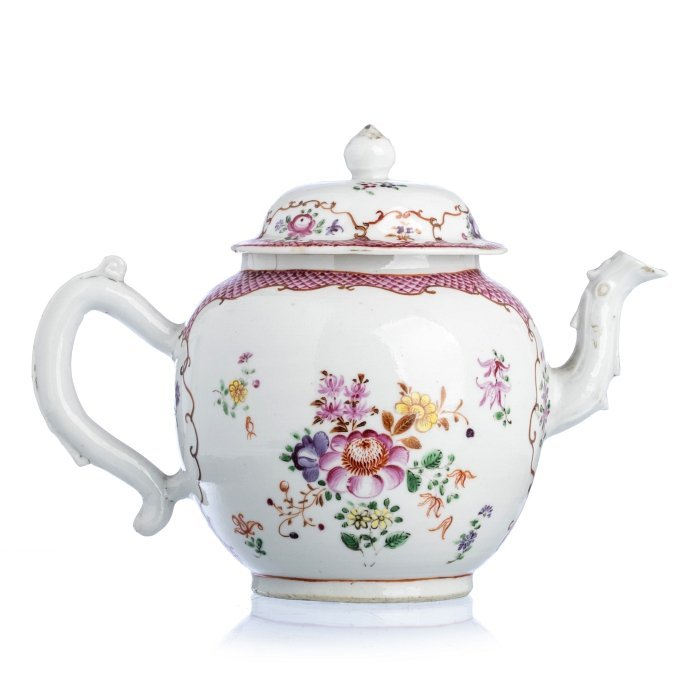 Teapot with 'flowers' in Chinese porcelain, Qianlong