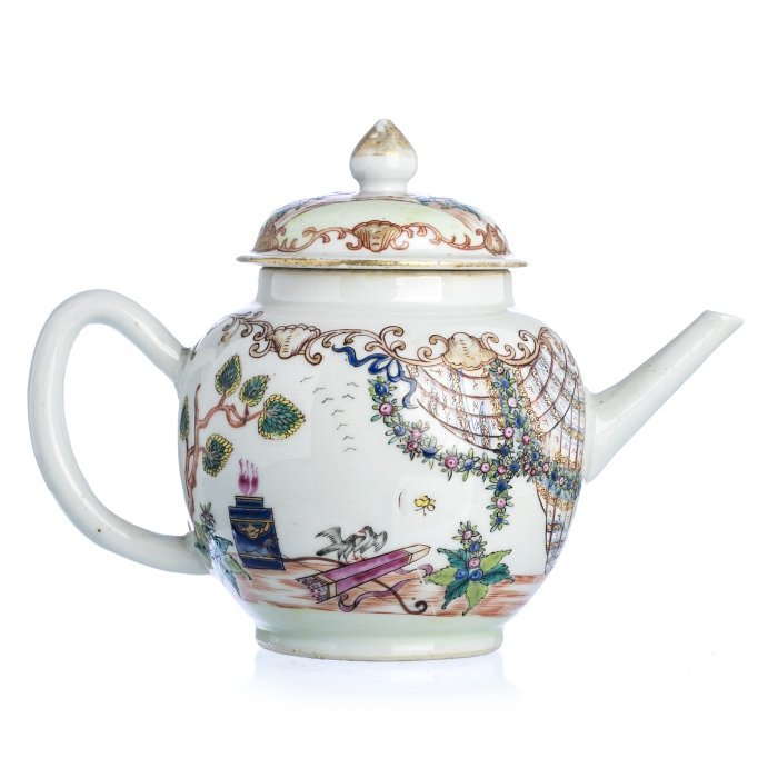 Chinese Porcelain 'Altar Of Love' Teapot, Qianlong