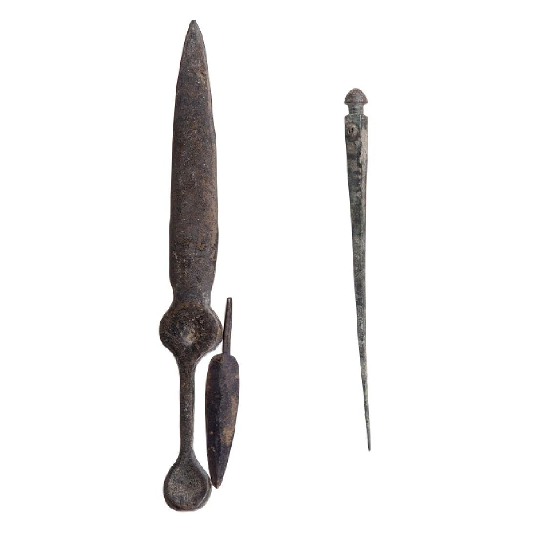Lot with dagger, spear point and arrow point
