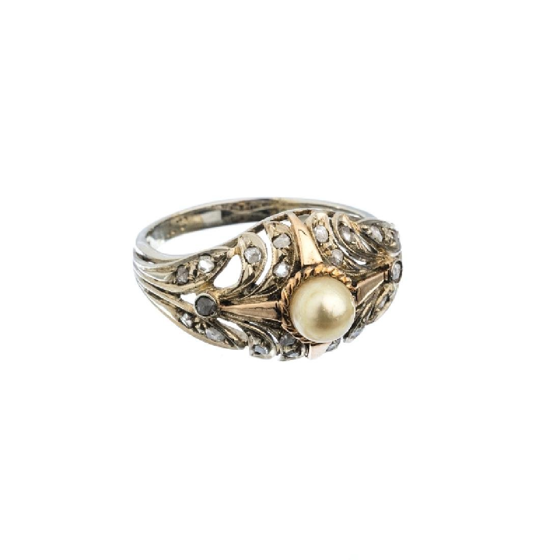 Gold ring with diamonds and pearls