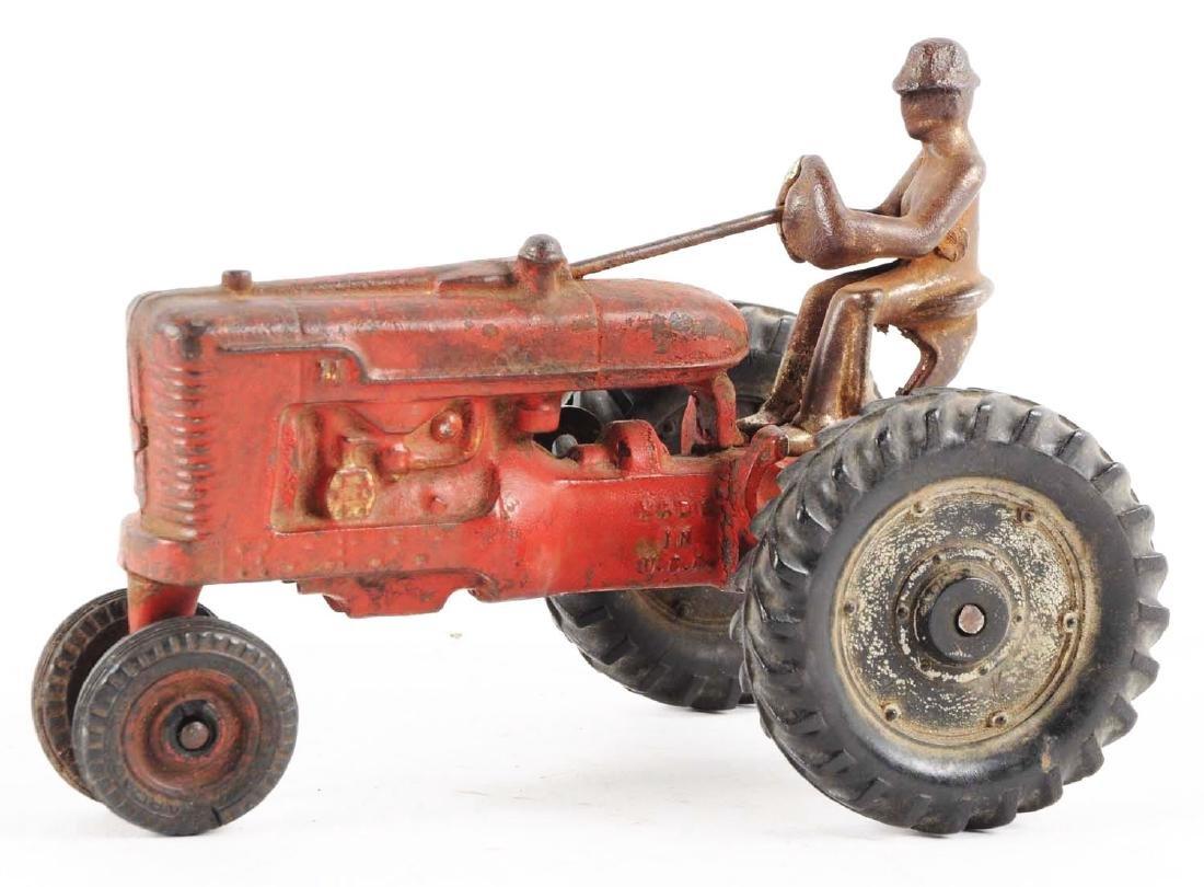 Arcade Cast Iron Farmall Tractor. - 2