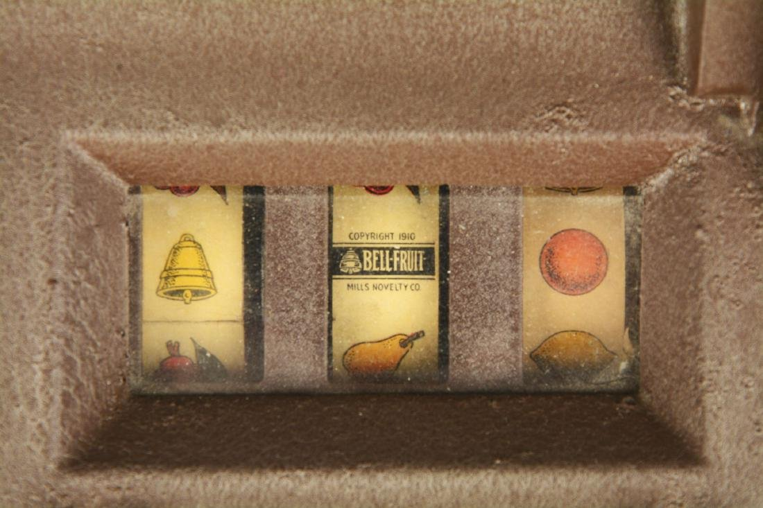**5¢ Mills QT Smoker Slot Machine. - 5