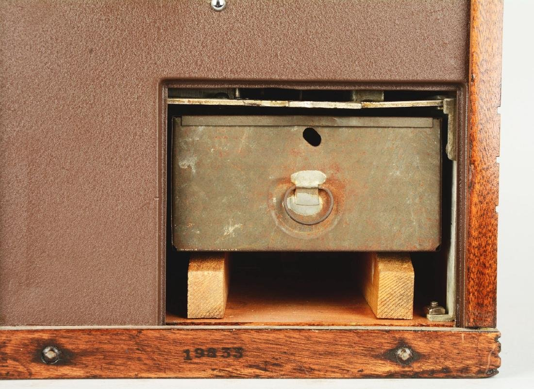 **5¢ Mills QT Smoker Slot Machine. - 9