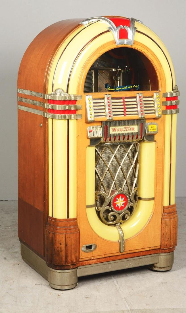 Multi-Coin Wurlitzer Model 1015 Jukebox. - 2