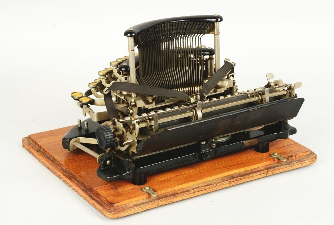 Imperial B Typewriter. - 2