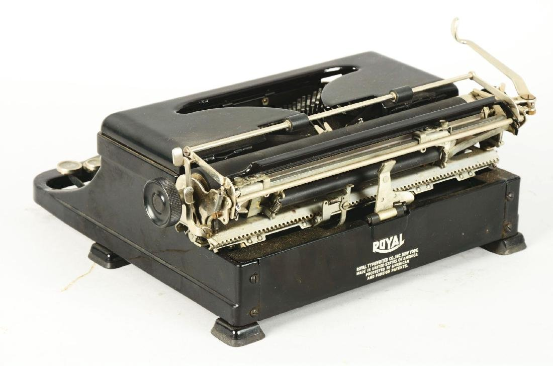Royal Standard Portable Typewriter. - 2