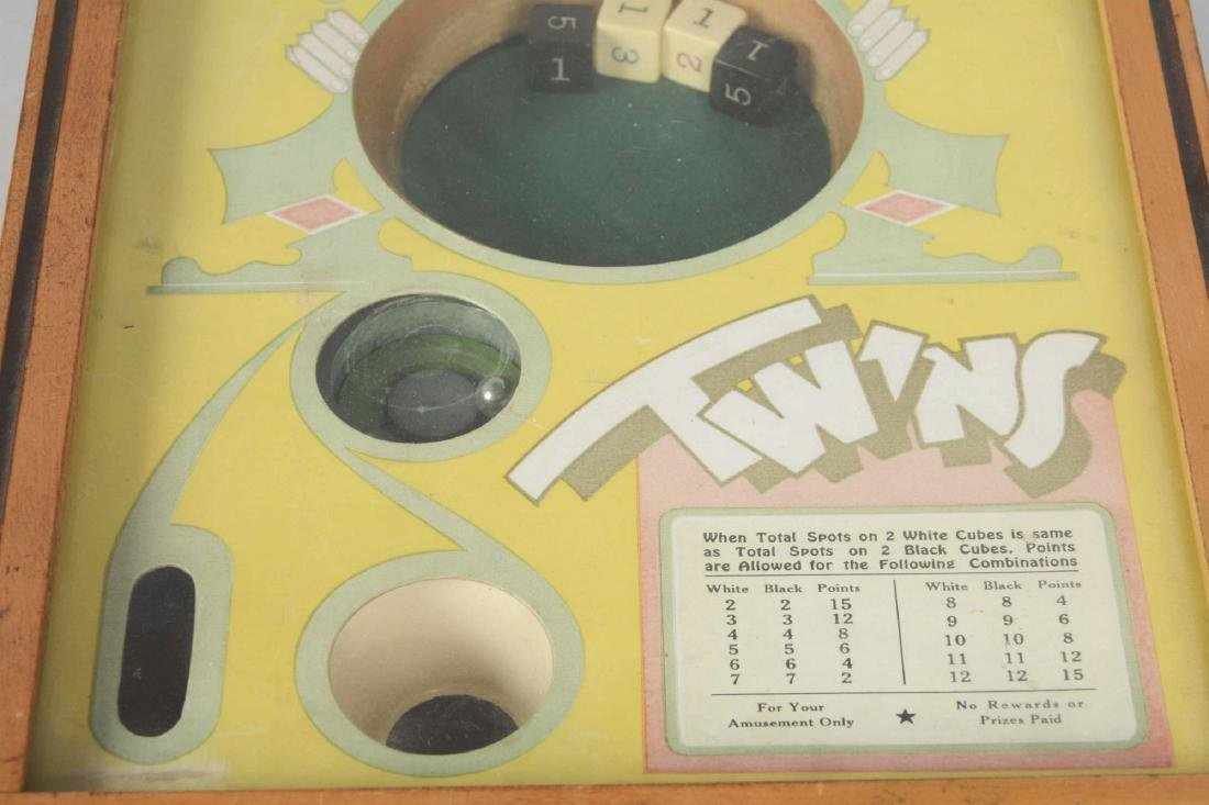 25¢ Exhibit Supply Co. Twins Dice Game. - 2