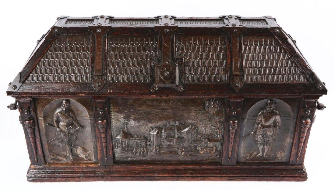 Large Gothic Revival Armorial Coffer Featuring Kasteel - 2