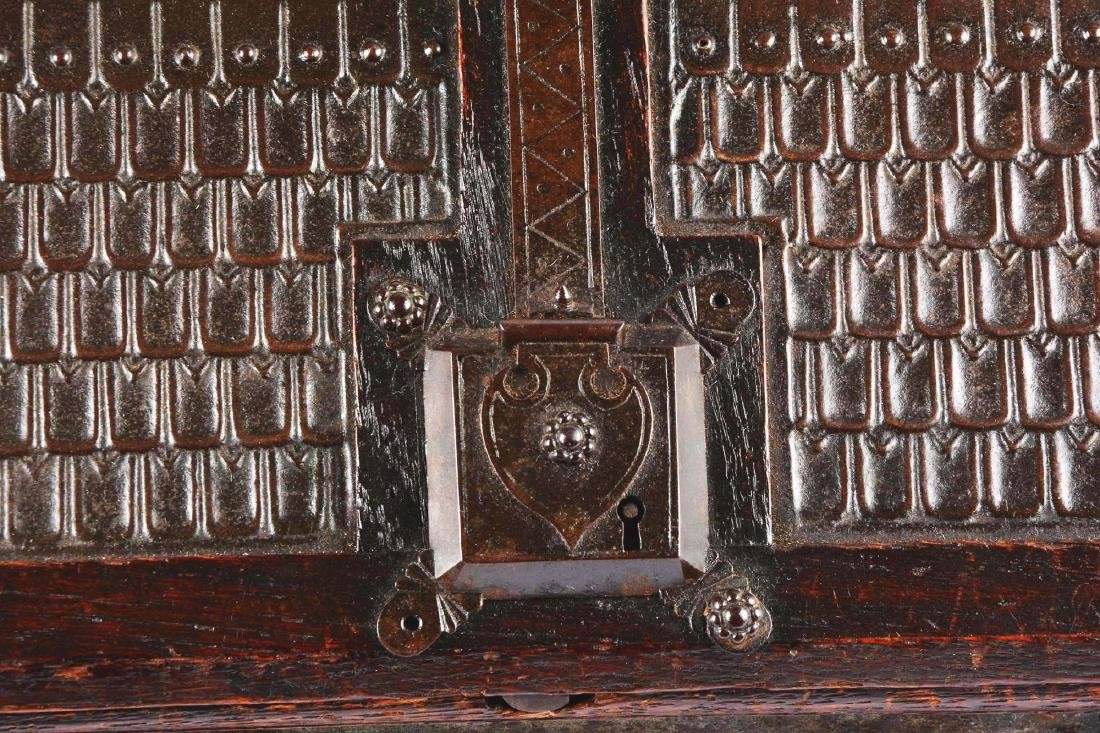 Large Gothic Revival Armorial Coffer Featuring Kasteel - 5