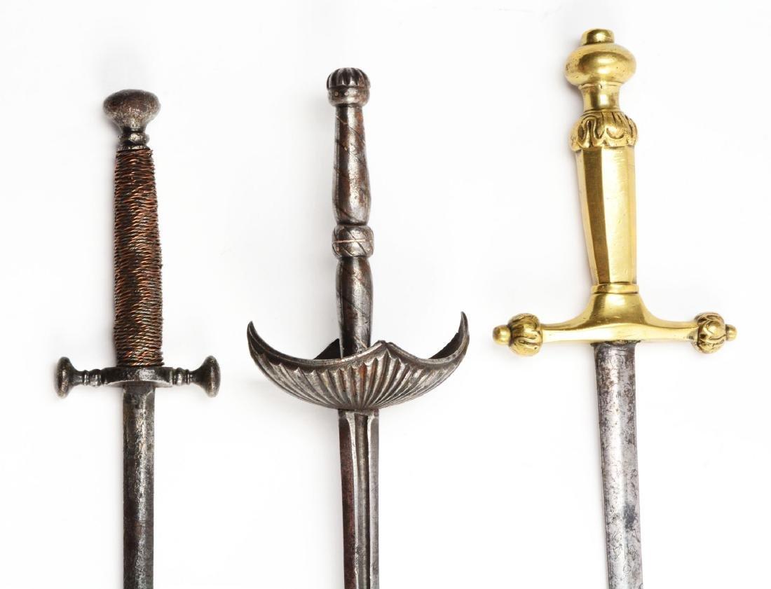 Lot of 3: Daggers. - 3