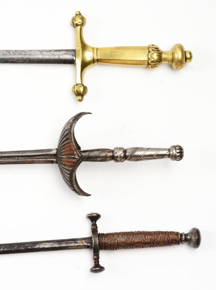 Lot of 3: Daggers. - 4