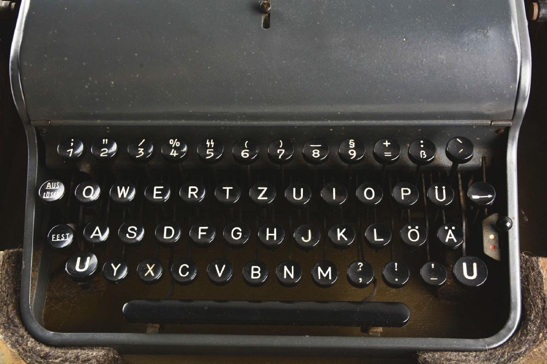 German World War II Military Olympia Typewriter. - 3