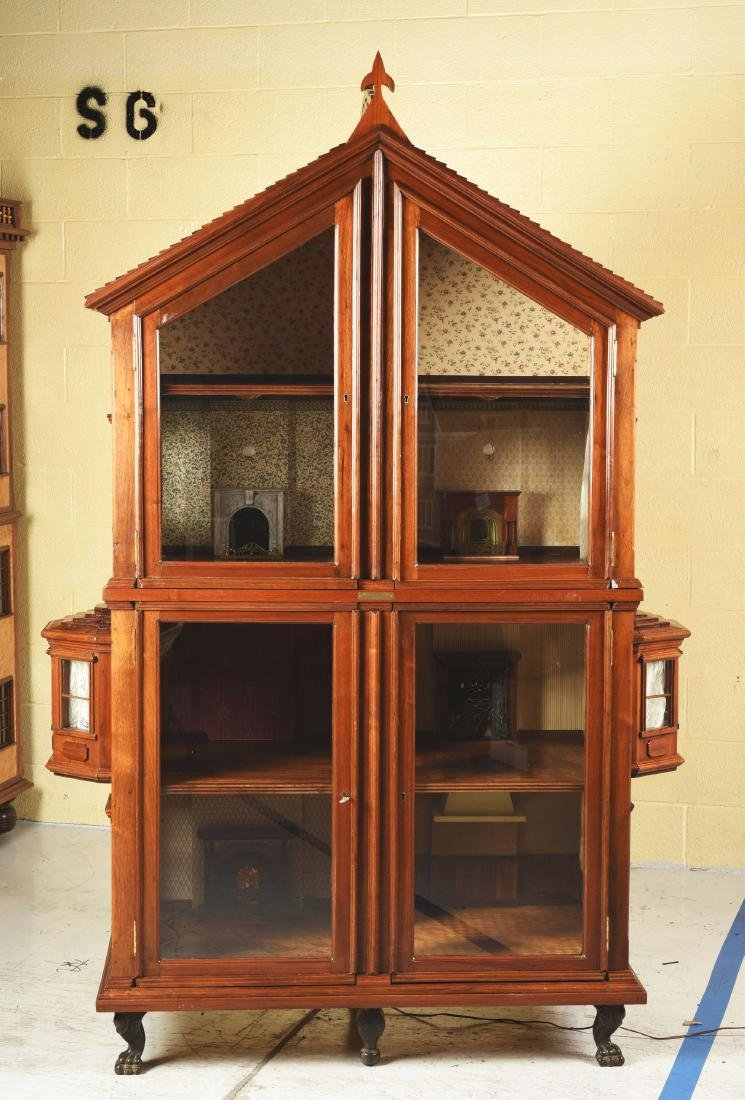 Cabinet Doll House. - 2