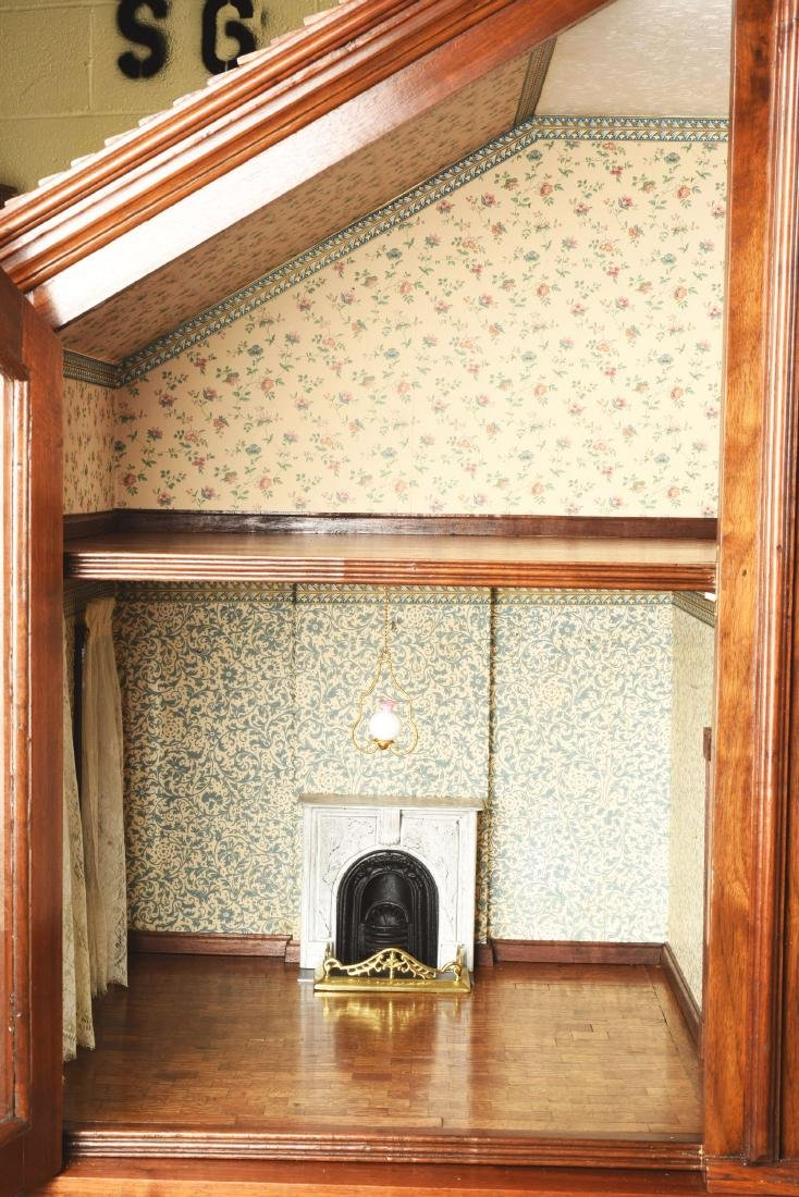 Cabinet Doll House. - 4