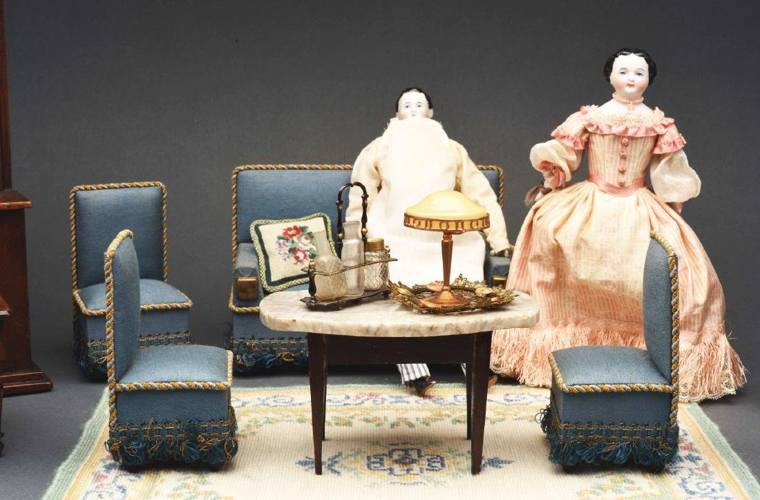 Blue Parlor Set with Dolls. - 3