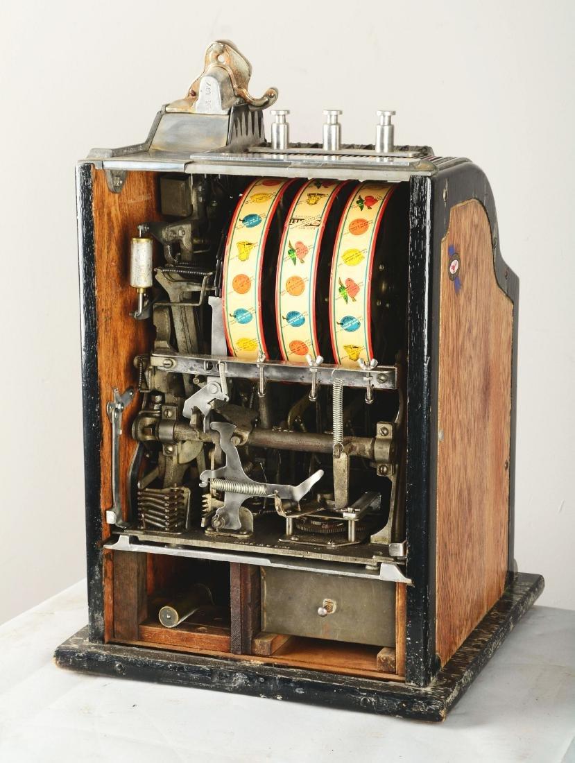 **5¢ Pace Comet Front Vender Slot Machine. - 5