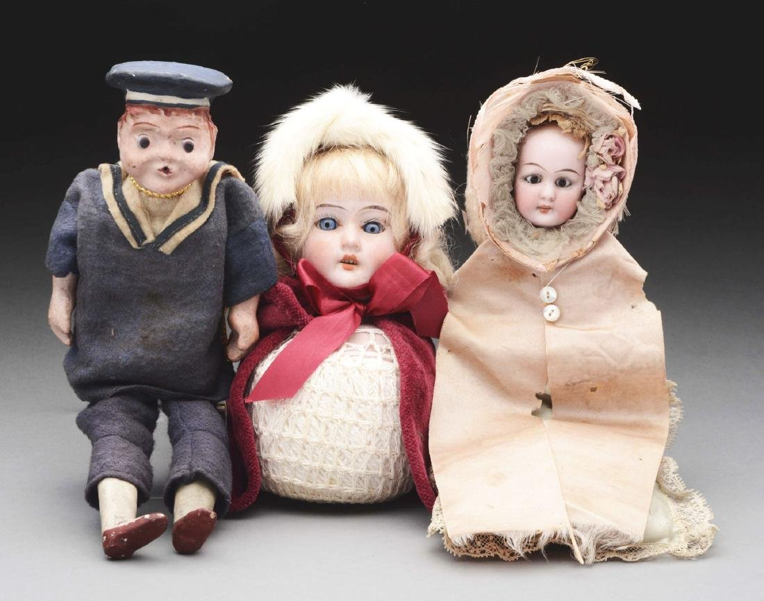 Lot of 3: Dolls.