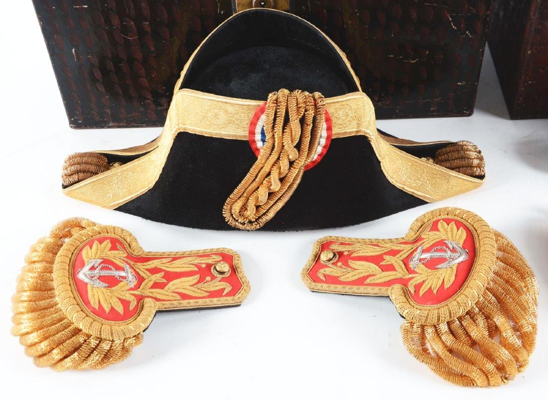Lot of 3: Cased British & Chilean Navy Epaulettes, Hats - 5