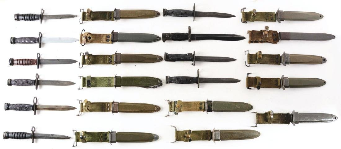 COLLECTION OF 10: ASSORTED US MILITARY AND FOREIGN