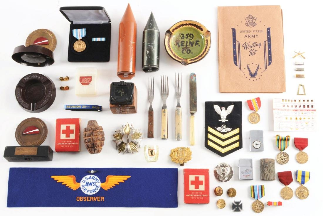 LOT OF 55: MISCELLANEOUS US MILITARY ITEMS.