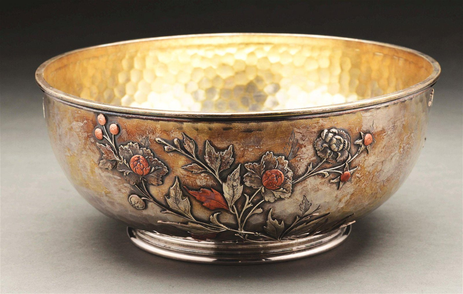 AN AMERICAN STERLING AESTHETIC PERIOD BOWL.