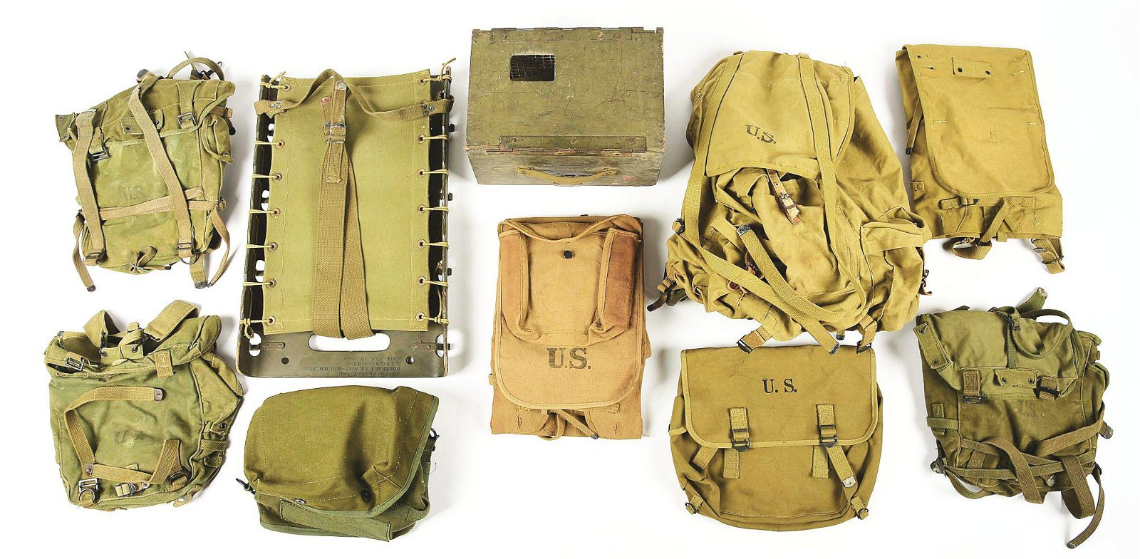 LOT OF US MILITARY FIELD GEAR AND EQUIPMENT.