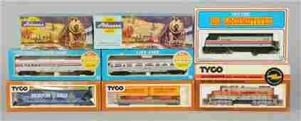 1636: Lot of 26: Misc. HO Train Cars & Locomotives.