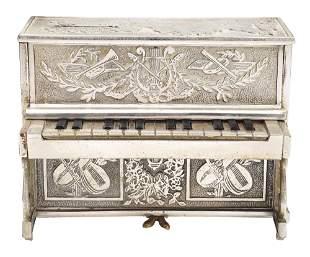 PIANO STILL BANK.