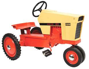 CONTEMPORARY CASE AGRI KING 1070 PEDAL TRACTOR.
