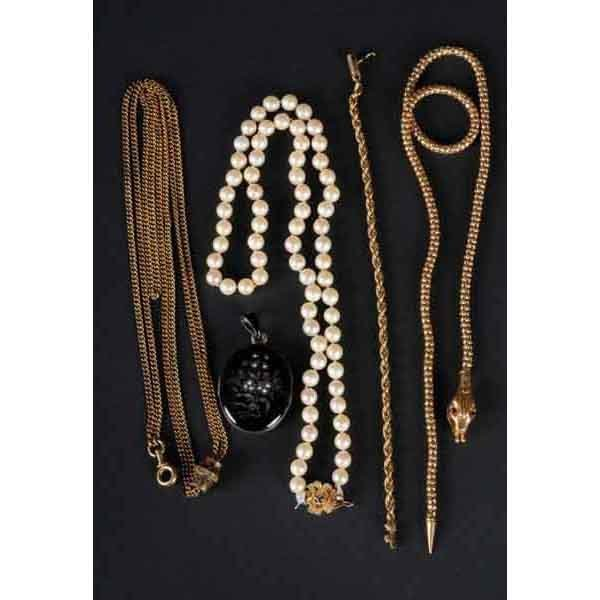 4: Lot of 5: Jewelry Pieces.