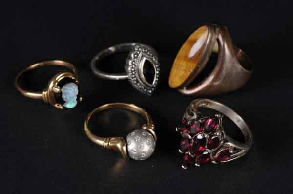 16: Lot of 5: Rings.