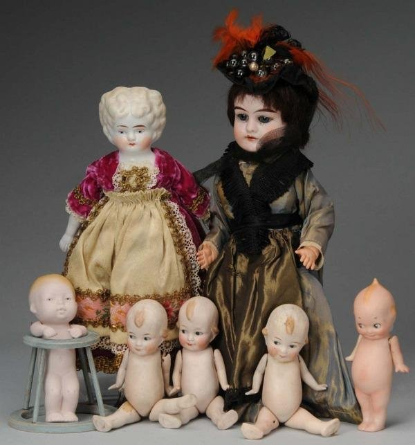 921: Lot of 7: Small Dolls.
