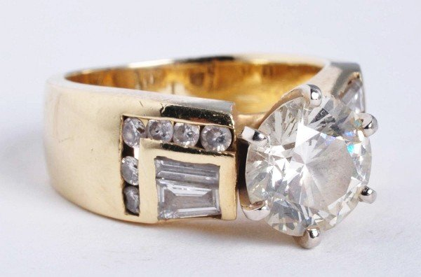 9: 14K Gold 2.6 Carat Round Brilliant Diamond Ring.