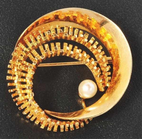 7: 14K Y. Gold Pin with Pearl.