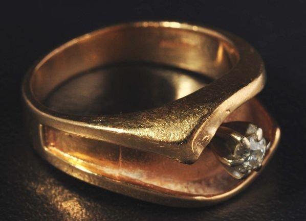 10: 14K Y. Gold & Diamond Ring.